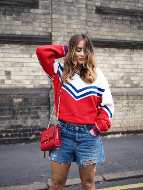 Gros pull et mini short en jean